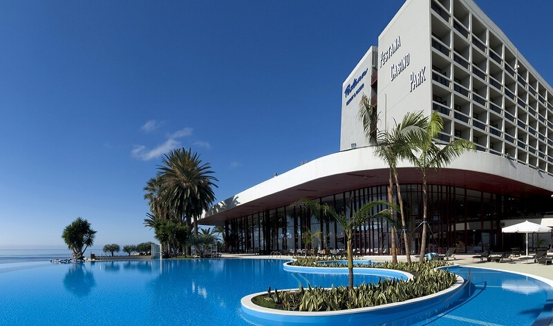 Madeira airport transfers to pestana casino park hotel for Appart hotel park and suites